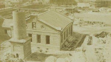 Zdjęcie z 1898 roku przedstawiające budowę Konesera.