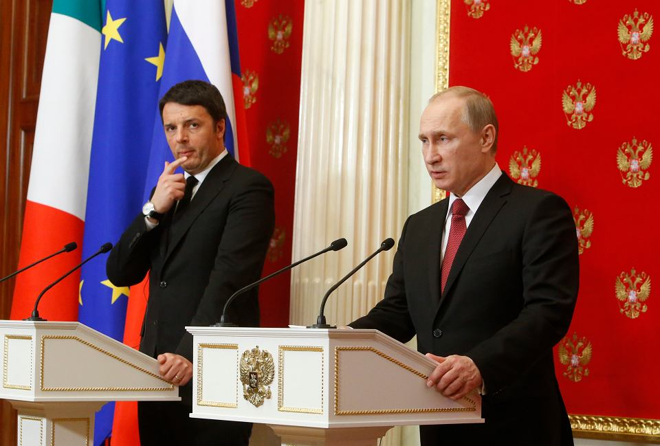 Premier Włoch Matteo Renzi i prezydent Rosji Władimir Putin