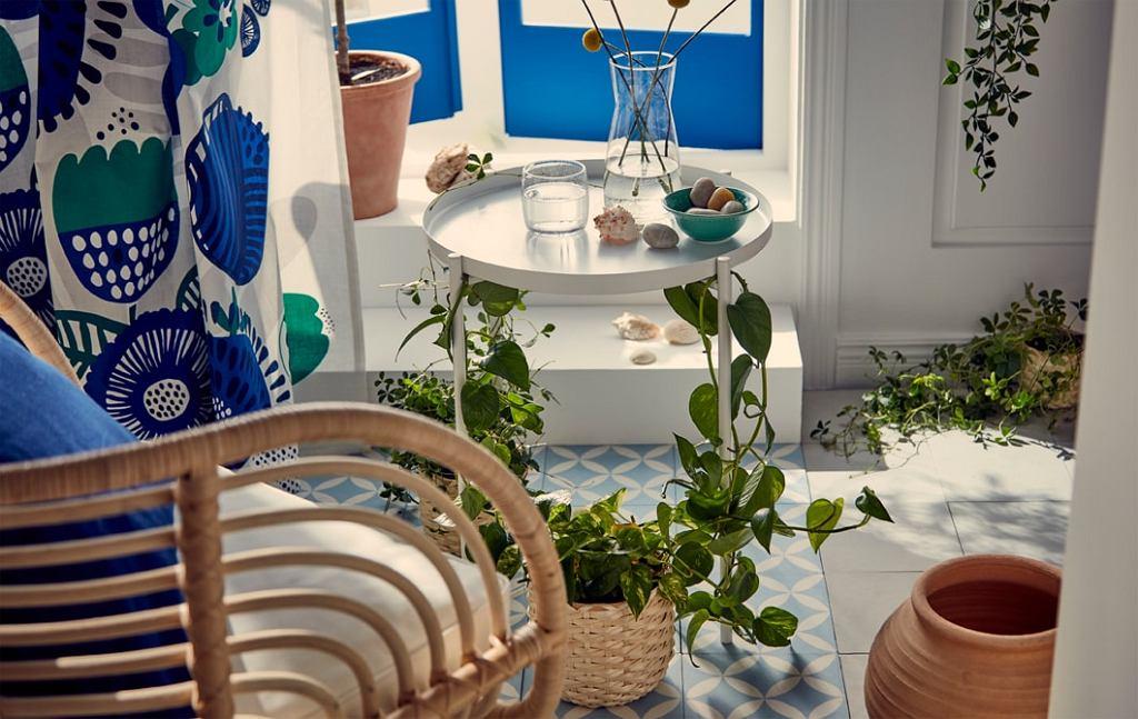 Ikea: praktyczny stolik taca