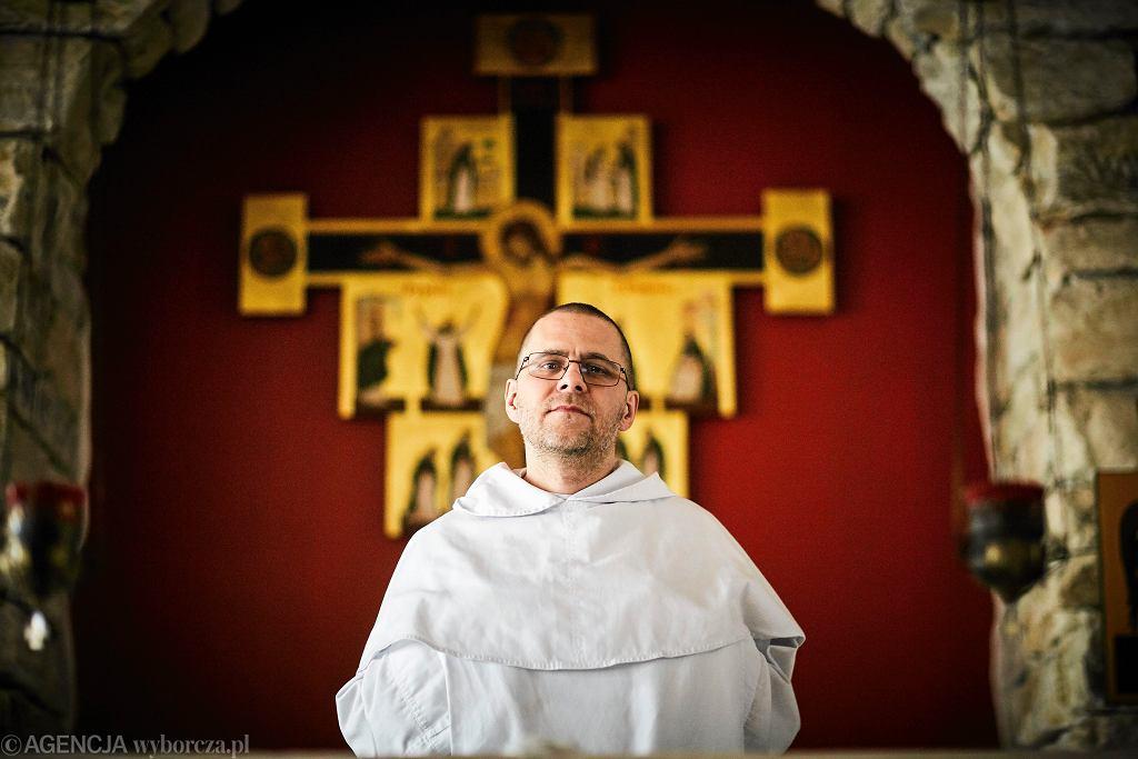 O. Gużyński: Z wielki żalem i smutkiem przyjmuję, że Episkopatu nie stać na jasne stanowisko ws. szczepionek / na zdjęciu O. Paweł Gużyński