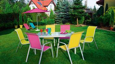 Na rodzinne obiady lub leniwe, letnie pogaduszki z gośćmi... Meble ogrodowe w zestawach. Z drewna (impregnowanego), metalu (lekkiego), technorattanu (odpornego). <BR /> MEBLE OGRODOWE. CASTORAMA: wesoło, kolorowo, lekko.