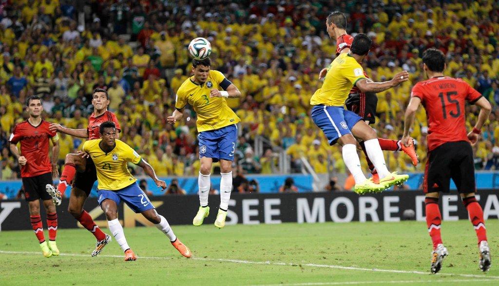 Główkuje Thiago Silva