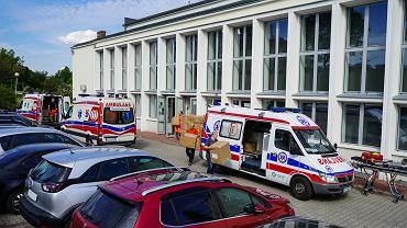 Urząd Marszałkowski wydał szpitalom i stacjom pogotowia ratunkowego kolejną partię środków ochrony osobistej przed koronawirusem. Towar zabrało sześć ambulansów