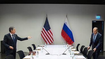 19.05.2021, Reykjavik, spotkanie szefów dyplomacji USA (po :Antony Blinken) i Rosji (po prawej: Siergiej Ławrow)