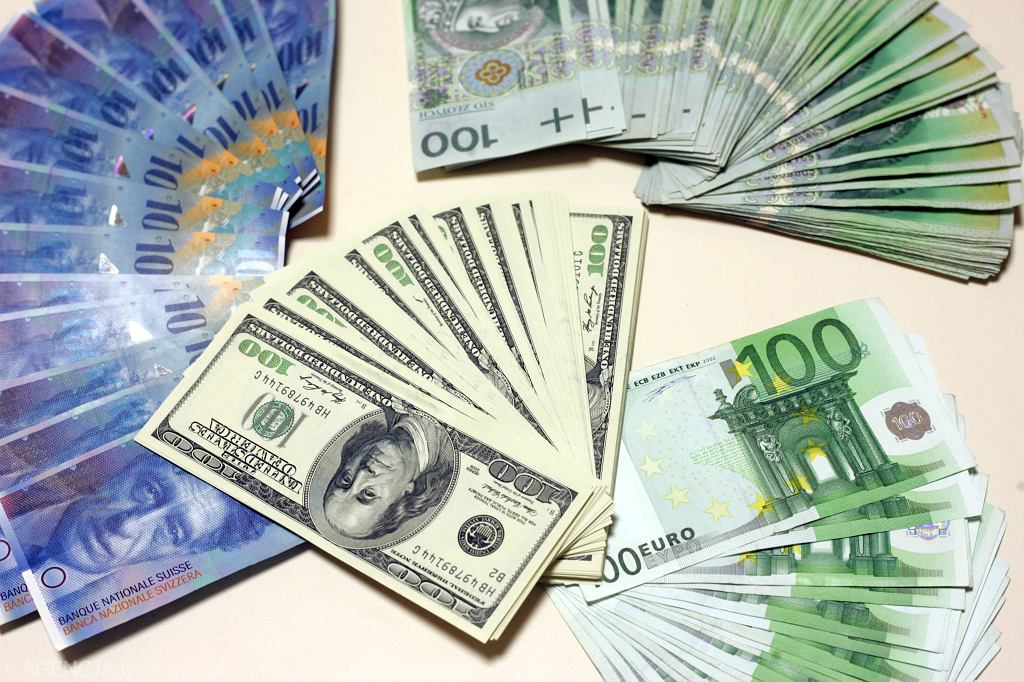 PIENIADZ , BANKNOT , EURO , DOLAR , FRANK SZWAJCARSKI