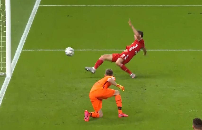Tak Lewandowski mógł zdobyć trzeciego gola