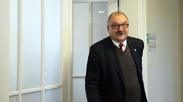 Marszałek Cezary Przybylski w plebiscycie 'Wyborczej' stawia na kolej.