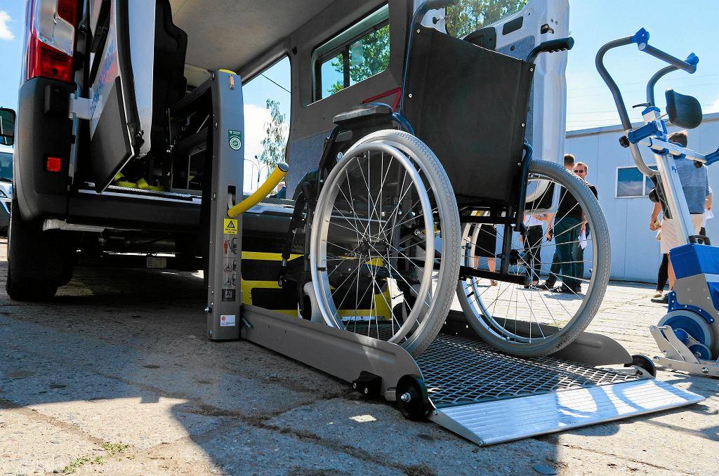 Pojazd przystosowany do przewozu osób niepełnosprawnych