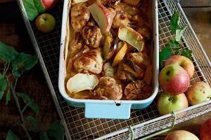 Kurczak pieczony wcydrze z jabłkami icytrynami