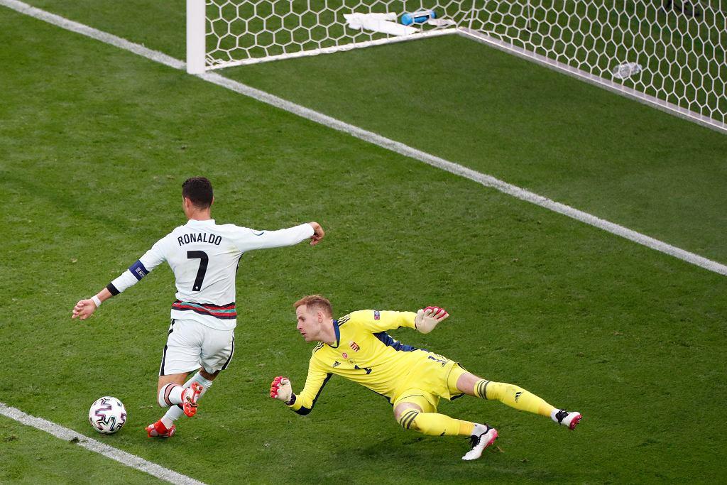 Cristiano Ronaldo strzela gola Węgrom