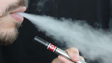 Badacze z John Hopkins University odkryli, że e-papierosy zawierają szkodliwe dla zdrowia metale ciężkie