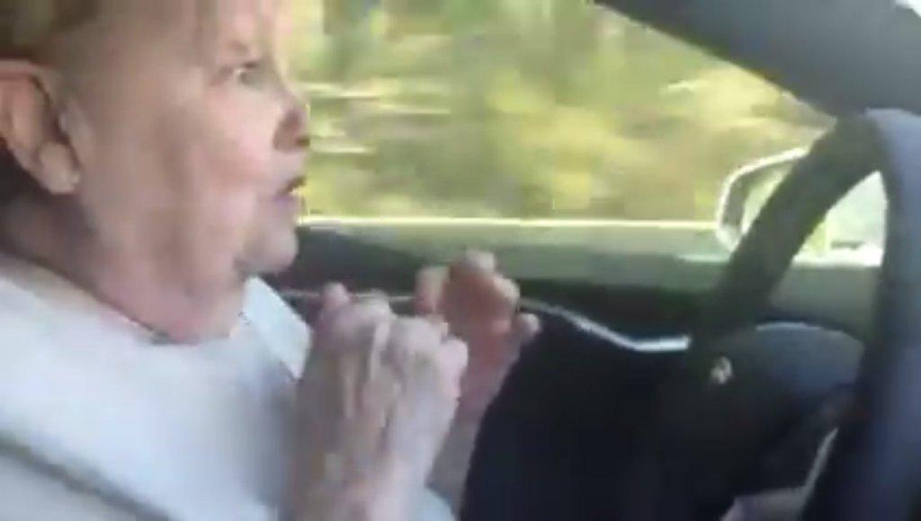 70-latka i Autopilot Tesli