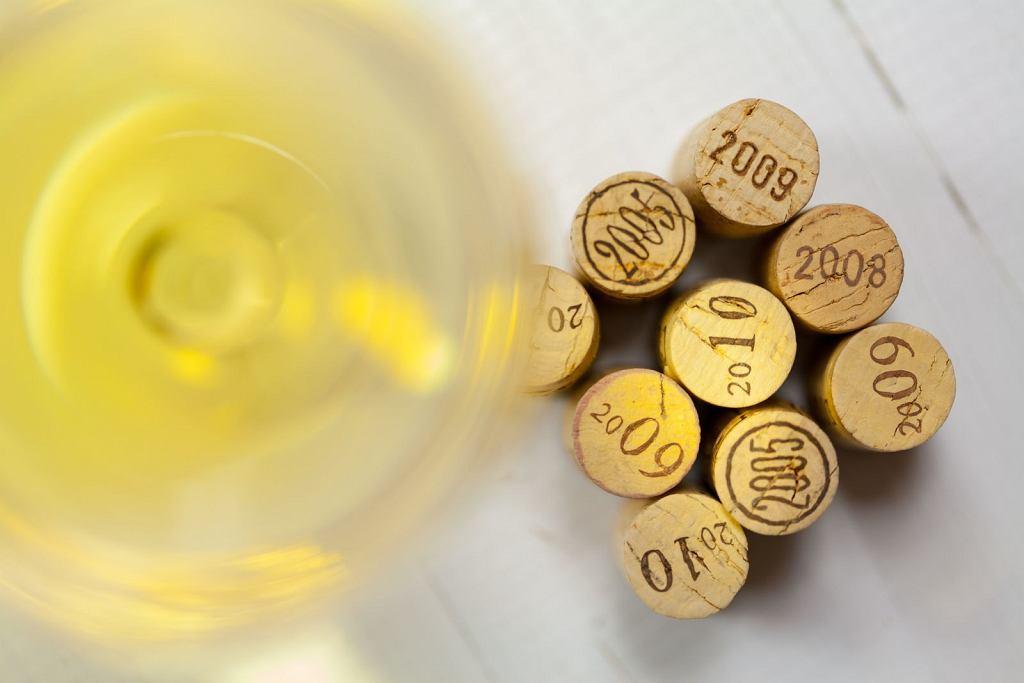 Na początku XXI wieku wybuchł skandal w Południowej Afryce: część winiarzy miała podrasowywać swoje wina syntetycznymi metoksypirazynami.