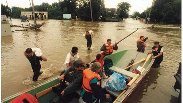 Powódź 1997. Wielka woda przyszła do Opola w nocy z 9 na 10 lipca. Odra zalała Metalchem, Pasiekę i Bolko oraz całą lewobrzeżną część Opola. Zniszczenia były ogromne, a wielka fala poszła dalej - do Wrocławia.