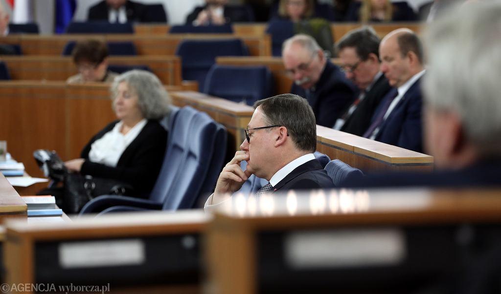 Senator PiS, twórca SKOK-ów Grzegorz Bierecki podczas debaty budżetowej. Warszawa, 17 stycznia 2018