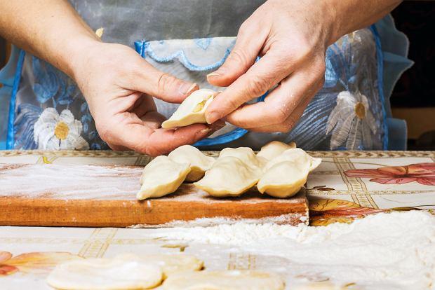 Ciasto na pierogi - co zrobić, żeby było idealne? Mamy przepisy i sprawdzone porady