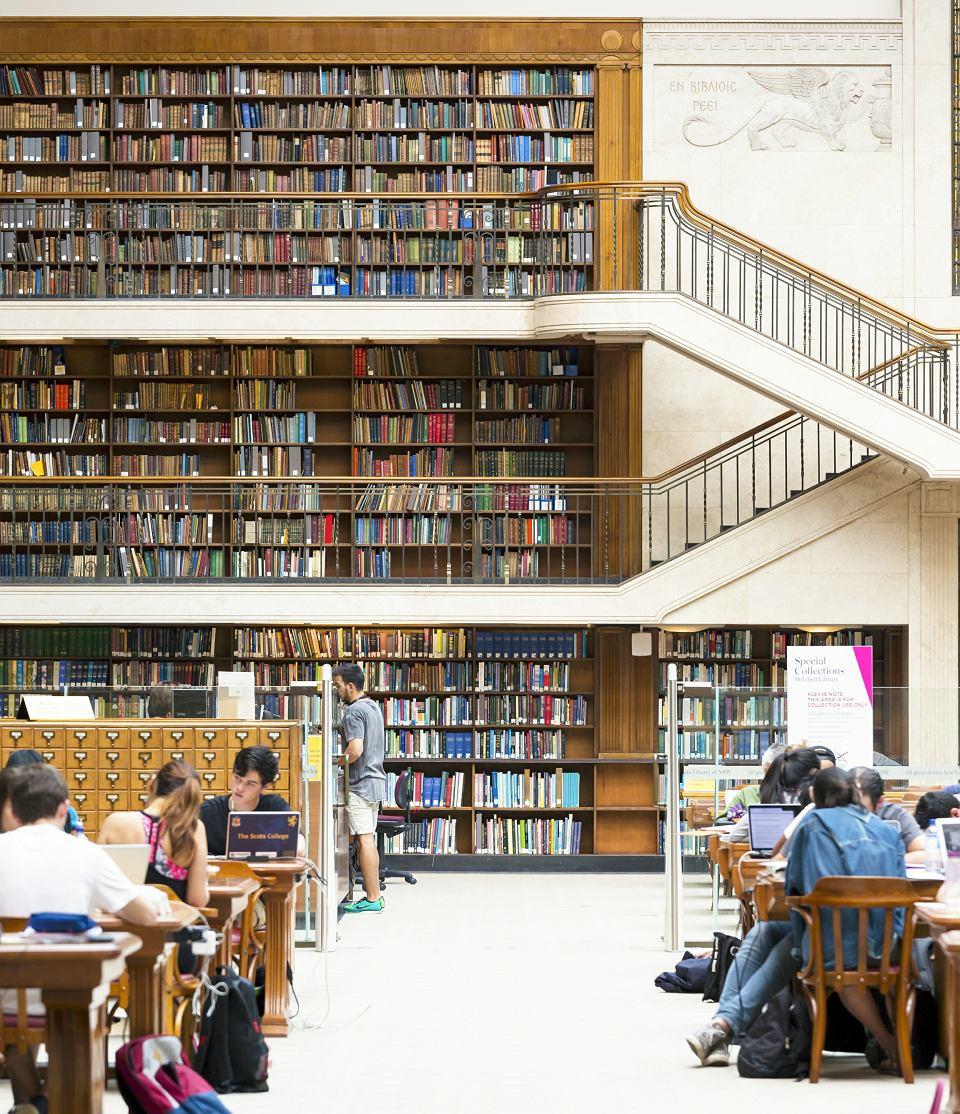 Gdy zaglądasz na niektóre uczelnie australijskie, w pierwszej chwili nie wiesz, czy to hotel, czy dom kultury. Na zdjęciu: biblioteka w Sydney