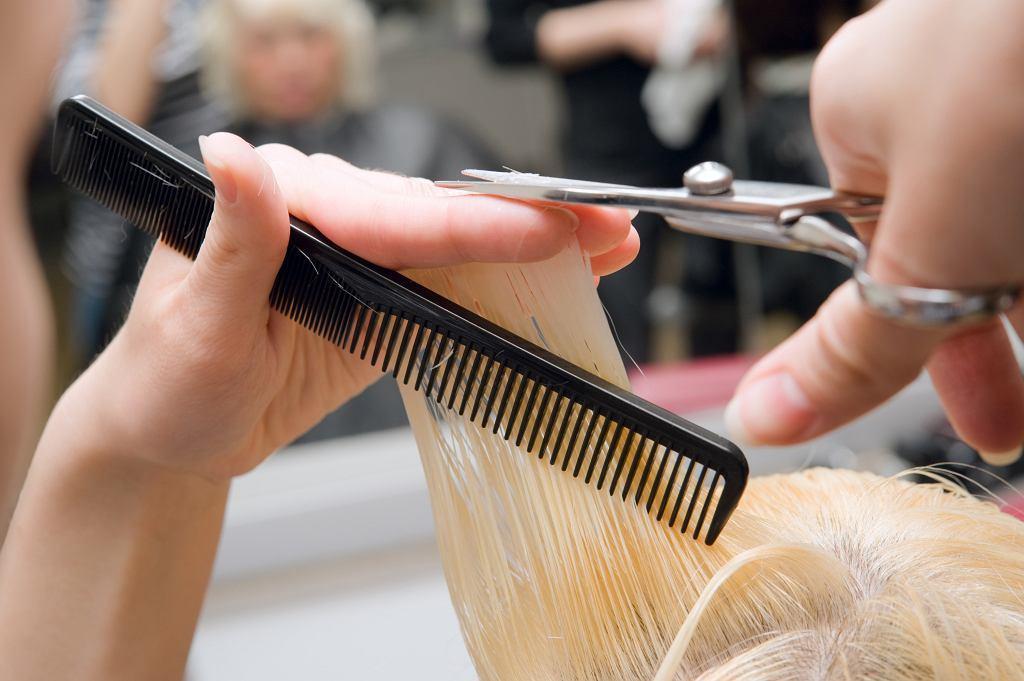 Odmładzające fryzury dla 50 latek.Te cięcia to prawdziwy hit! Potrafią odjąć nawet 10 lat (zdjęcie ilustracyjne)