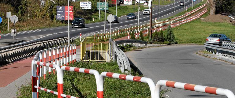 """Najpiękniejszą ścieżkę rowerową w Polsce zepsuły """"bezsensowne barierki"""""""