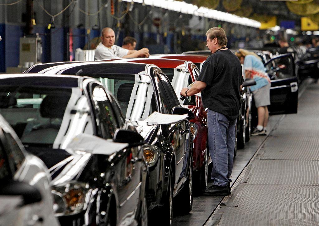 15.06.2010, Lordstow, Ohio, linia montażowa samochodu Chevy Cobalts w fabryce należącej do GM.