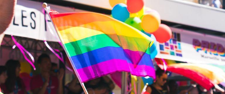 """Niemieccy biskupi chcą błogosławić pary jednopłciowe. """"Miłość zwycięża"""""""