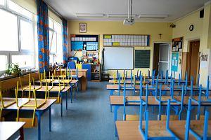"""Minister Czarnek twierdzi, że nauczyciele zachęcają do wandalizmu. Pedagodzy są oburzeni. """"Występuje jako krytykant i wróg"""""""