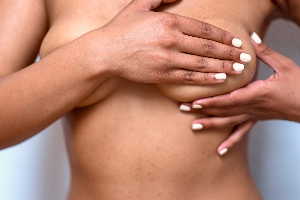 Samobadanie piersi w siedmiu krokach