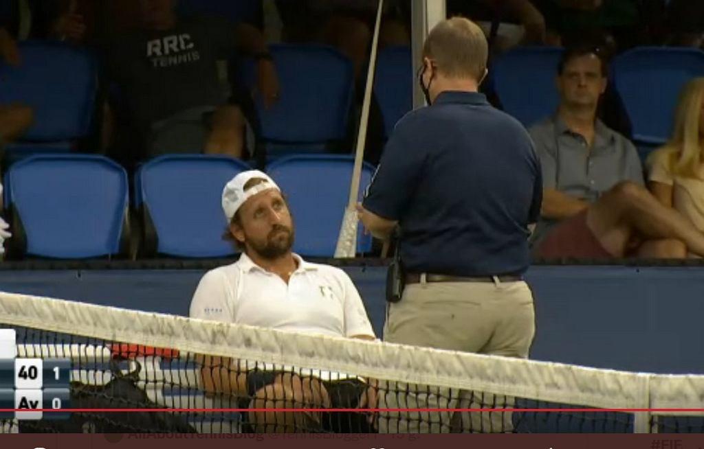 Tennys Sandgren zdyskwalifikowany po trafieniu piłką w sędziego liniowego