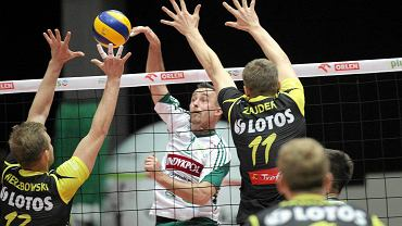 Indykpol AZS Olsztyn - Lotos Trefl Gdańsk 0:3. W ataku Maciej Dobrowolski