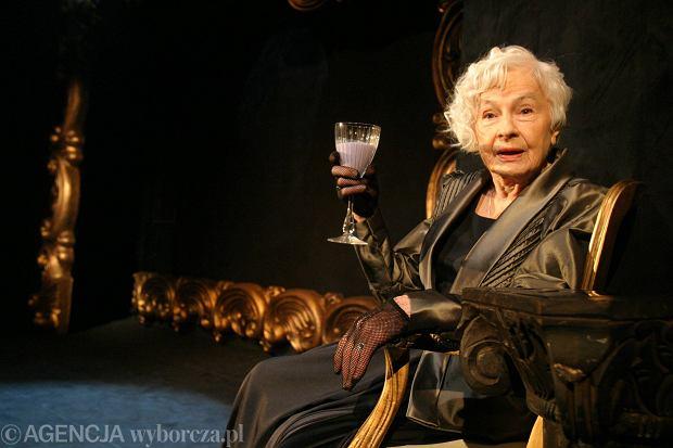 Danuta Szaflarska podczas próby przedstawienia 'Fioletowa krowa' (2005 rok)