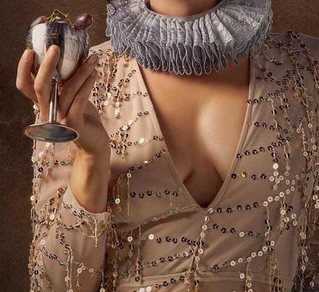 Sukienka w cekiny na sylwestra to hit sezonu.
