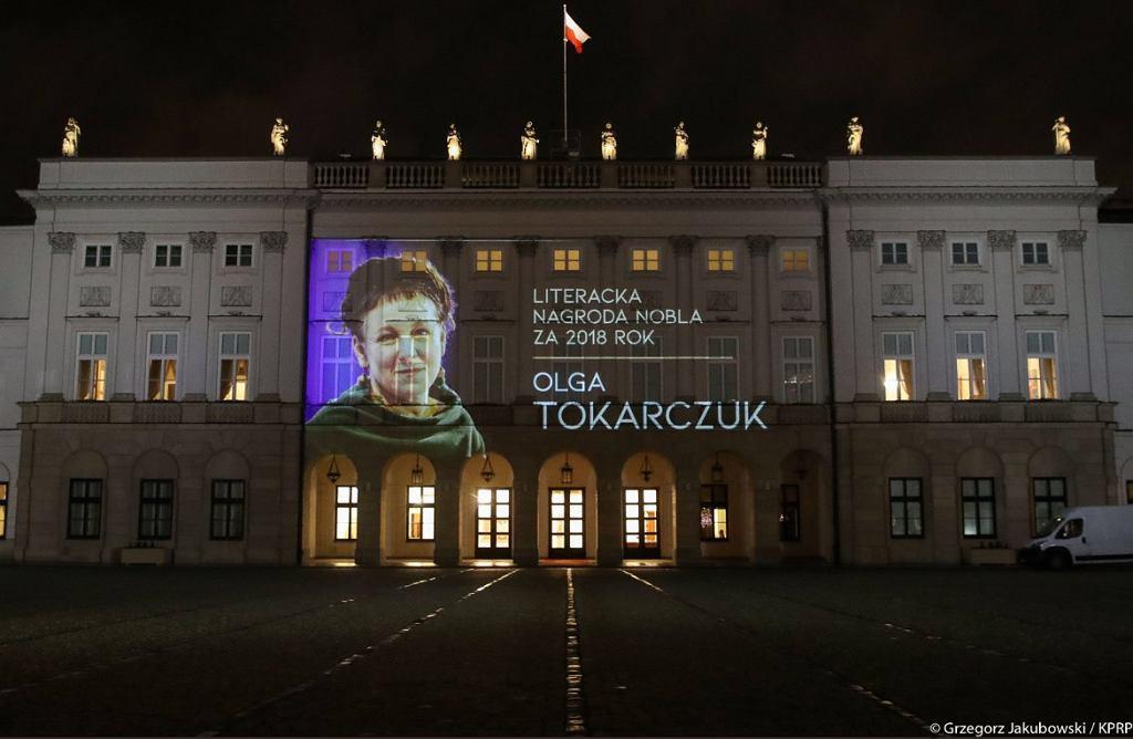 Pałac Prezydencki z iluminacją - Olga Tokarczuk