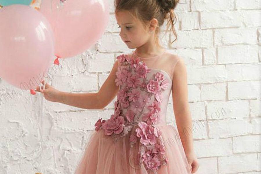 752b8277 Sukienki dla dziewczynek - modele na specjalne okazje
