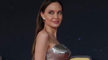 Angelina Jolie w olśniewającej kreacji. Rzym oniemiał! U jej boku równie piękne córki - Shiloh i Zahara