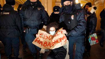 Protesty 'Free Nawalny' są tłumione przez policję
