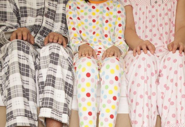 Jak często zmieniasz piżamę - to pytanie zadali badacze prawie 2.5 tys. par. Co się okazało?