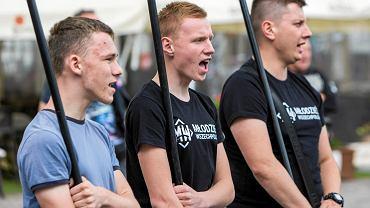 Protest Młodzieży Wszechpolskiej na rzeszowskim rynku w sprawie darmowych biletów dla studentów z zagranicy
