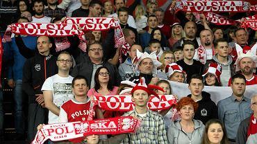 Kibice podczas meczu piłki ręcznej Polska - Ukraina w Hali Stulecia we Wrocławiu