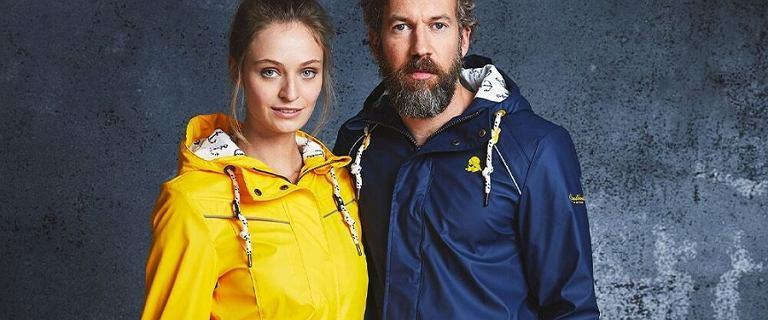 Marka Schmuddelwedda: najmodniejsze kurtki przeciwdeszczowe. Wybieramy te w najlepszych cenach!