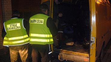 12 migrantów ze Sri Lanki w rosyjskim busie