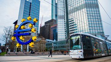 Nocna akcja EBC. Bank wpompuje w rynek 750 miliardów euro. Nowy program z pandemią w nazwie