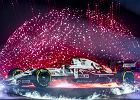 """Zespół Alfa Romeo pokazał w Warszawie bolid F1. Jest biało-czerwony. Robert Kubica: """"Na wyścigach będę widzem"""""""
