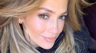 Jennifer Lopez w najmodniejszej fryzurze. To hit 2021! Działa jak błyskawiczny lifting i ukrywa zmarszczki (zdjęcie ilustracyjne)