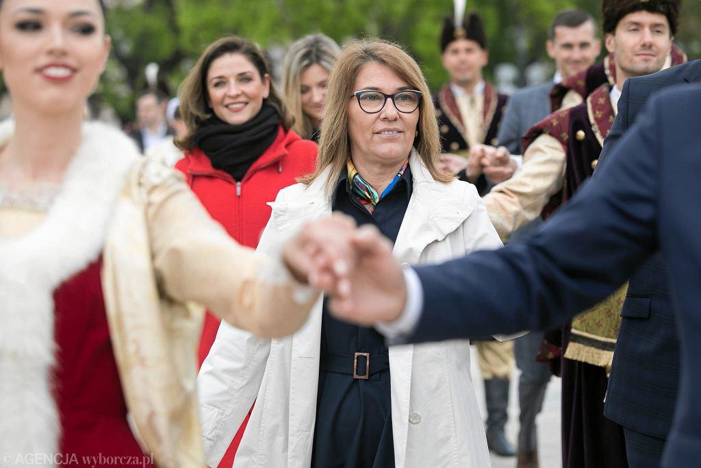 'Polonez dla Lublina'. Joanna Mucha ( PO ) , Beata Mazurek ( PiS ) podczas obchodów święta Konstytucji 3 Maja