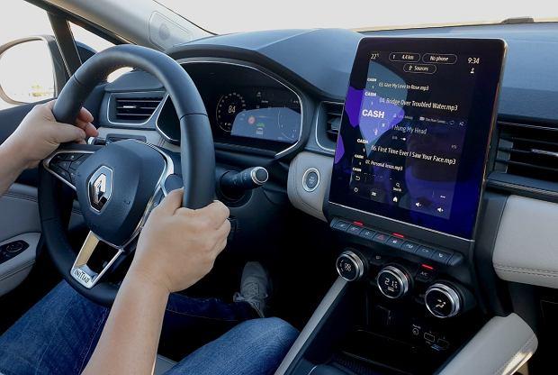 Mandat za słuchanie muzyki w samochodzie. Brzmi jak żart, ale możesz go dostać