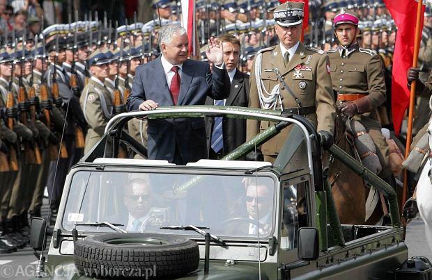 Lech Kaczyński na defiladzie z okazji Święta Wojska Polskiego w 2007 roku
