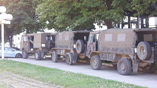 Wojsko pilnujące porządku w Skopje przed meczem Macedonia Północna - Polska