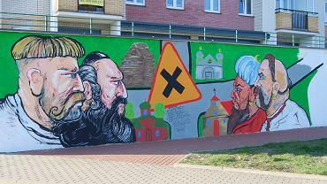 Wielokulturowy mural w Wasilkowie. Projekt 'Podlasia malowanie na papierze i na ścianie'