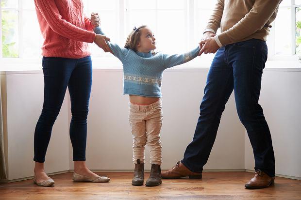 Powstały 'Standardy pomocy dziecku w sytuacji rozstania rodziców. Poradnik dla rodziców i profesjonalistów'