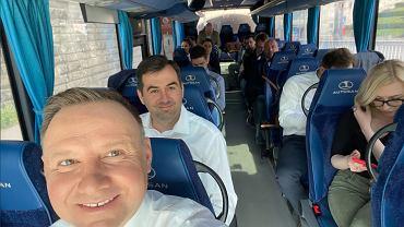 Andrzej Duda w autobusie